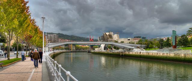 La passerelle Pedro Arrupe et le musée Guggenheim