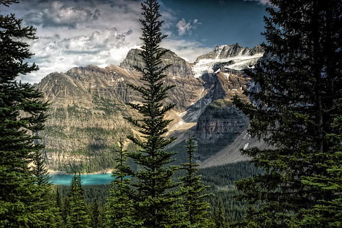Majestic valley of the 10 peaks with view on moraine lake