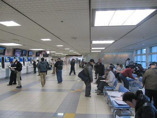 中山競馬場の202号投票所