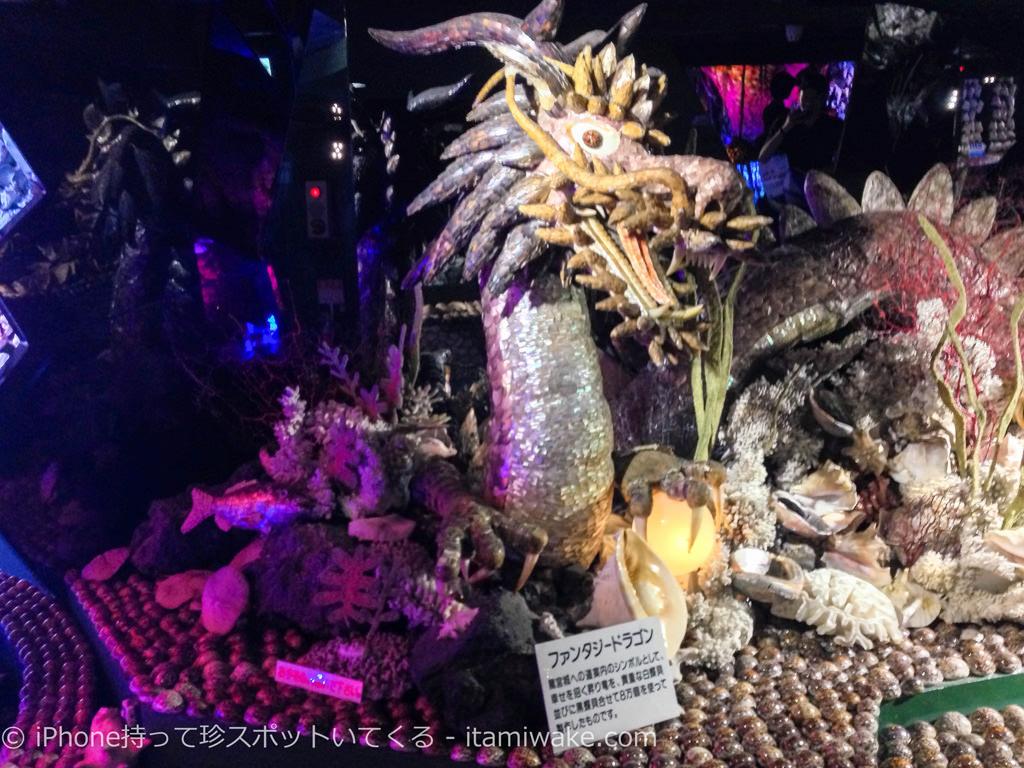 8万個の貝を使ったドラゴン