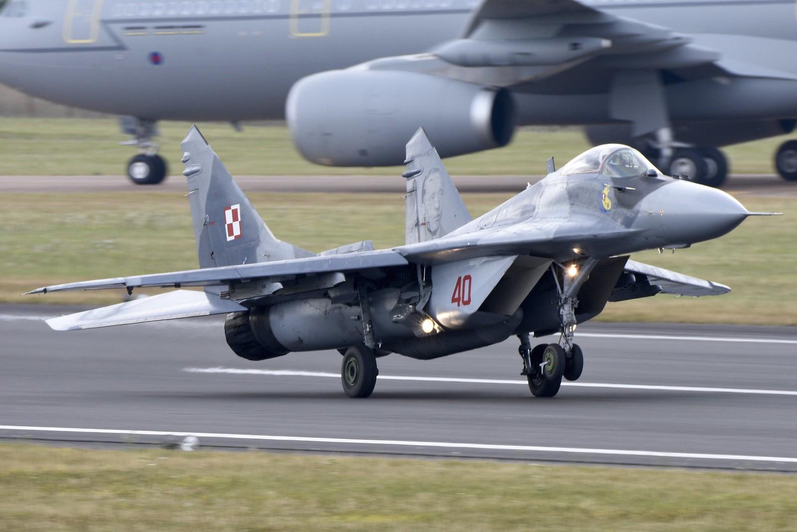 МиГ-29 и неговите варијанти - Page 8 19128274014_ae03a1bca6_h