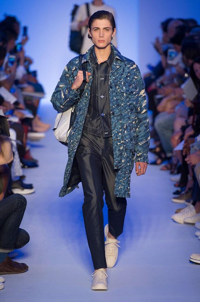 Paul Fontanier3048_SS16 Paris Louis Vuitton(fashionising.com)