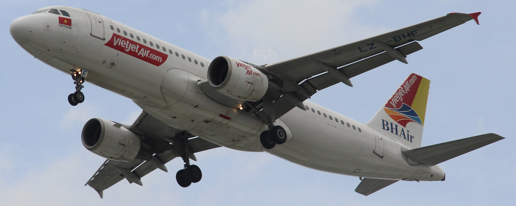 Airbus A320-214 VietJet Air LZ-BHF