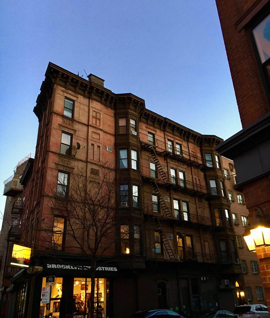 williamsburg brooklyn new york around guides. Black Bedroom Furniture Sets. Home Design Ideas