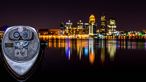 park ohioriver downtownlouisville binoculars kentucky louisville 25cents ashtonpark nightlights nightphotography dof