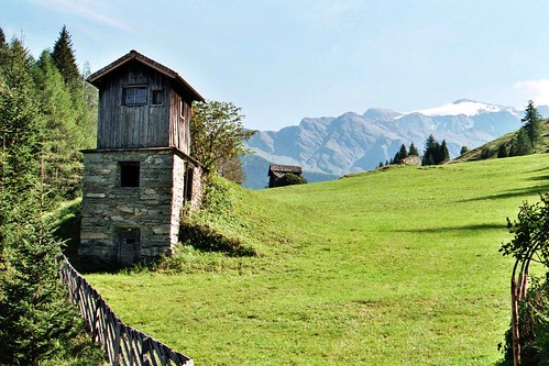 Old traditionell breadoven in Alps