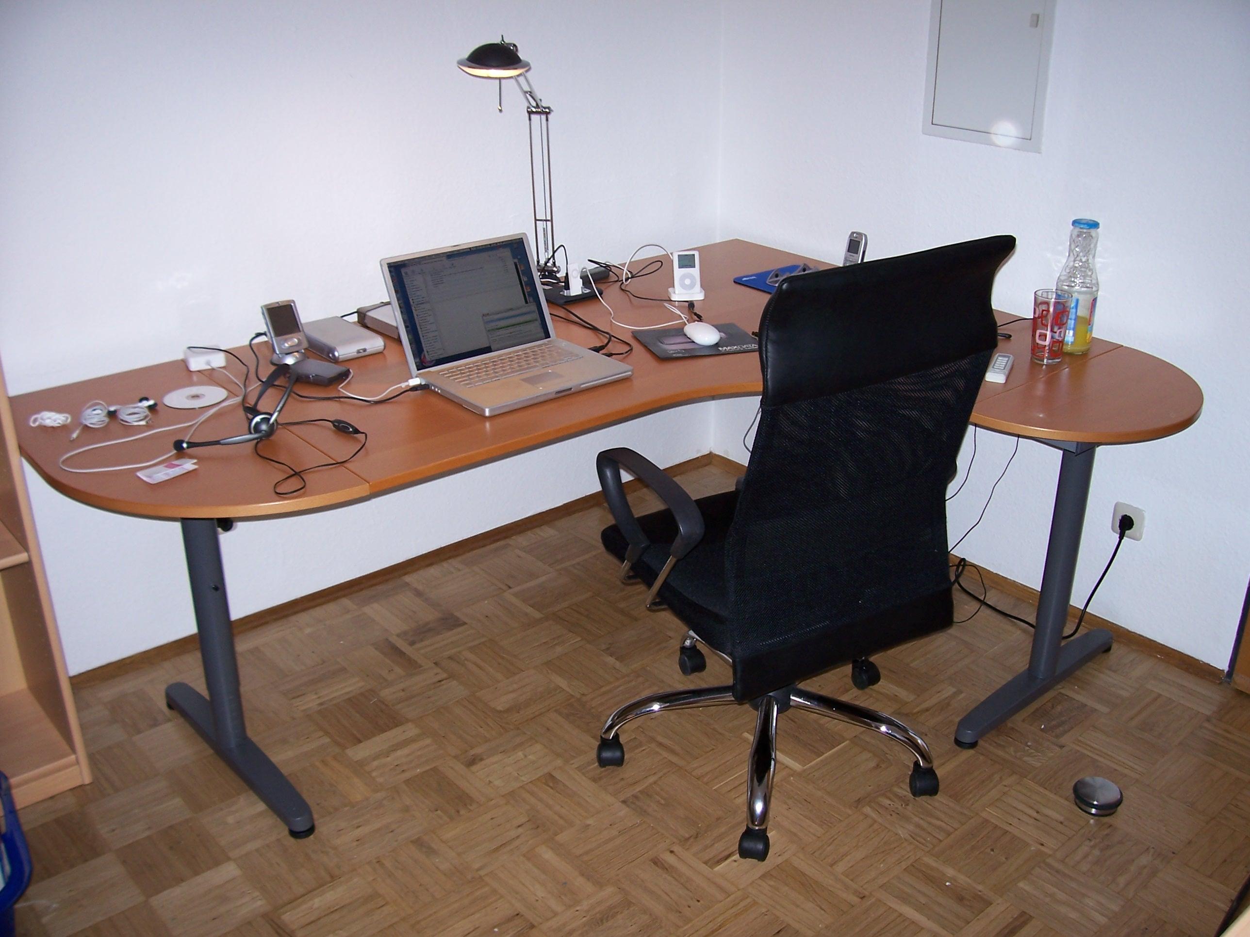Der schreibtisch ready for action der schreibtisch ready for Schreibtisch aktion
