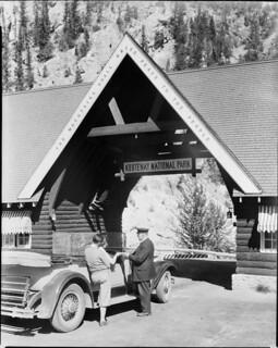 Entrance gateway to Kootenay National Park, British Columbia / Point d'accès au parc national Kootenay, en Colombie Britannique