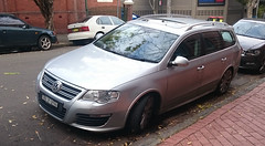 volkswagen touareg(0.0), automobile(1.0), automotive exterior(1.0), sport utility vehicle(1.0), wheel(1.0), volkswagen(1.0), vehicle(1.0), minivan(1.0), compact car(1.0), bumper(1.0), sedan(1.0), land vehicle(1.0),