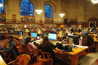 Kuva New York Public Library lähellä New York County. library newyorkcitypubliclibrary reading manhattan nyc
