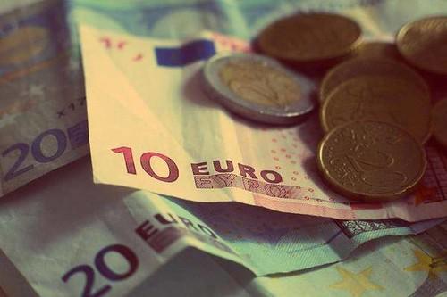 英国脱欧后,巴黎、法兰克福等开始争夺金融机构入驻