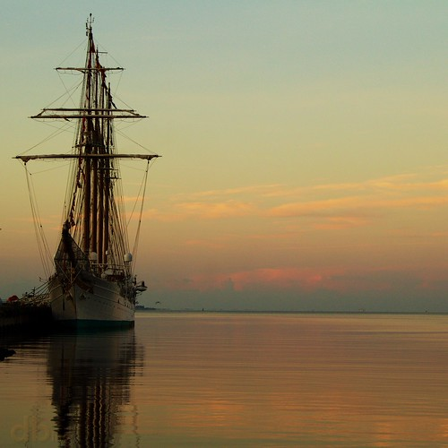water port sunrise eos rebel bay harbor fiesta juan florida flags pensacola galvez sebastián elcano pensacolabay escambia t4i dontristandeluna