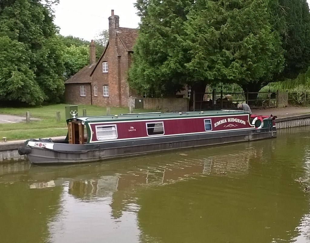 Narrow boat The Emma Ridgeon, by Kintbury Lock