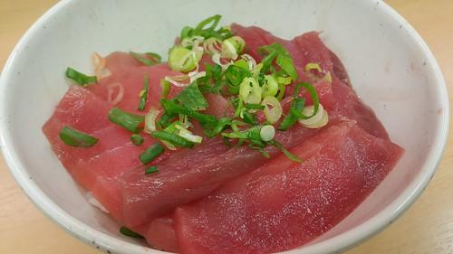 ข้าวหน้าปลาทูน่า 880 เยน