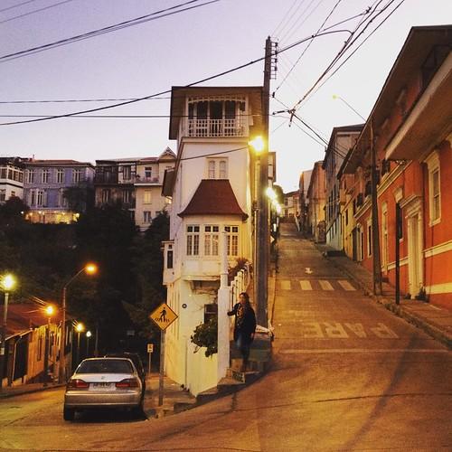 El atardecer nos encontró en el cerro Alegre #Valparaíso #Chile