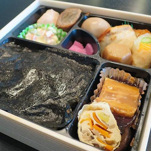 タモリ倶楽部でロケ弁オブザイヤーを受賞したらしいですよ。津多屋の弁当。