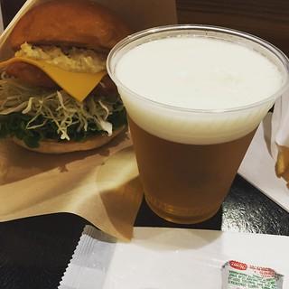 School's Out for summer! 夢と魔法の国には入国せず、まずはビールで夏休み突入。