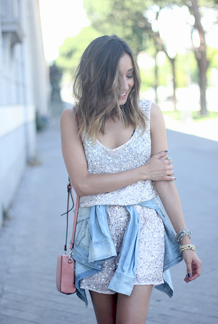 shorts and top with sequins summer outfits19