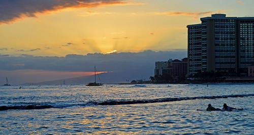 ocean sunset sea sky skyline clouds hawaii nikon waikiki oahu horizon pacificocean nikond3200 d3200 kuhiobeachpark