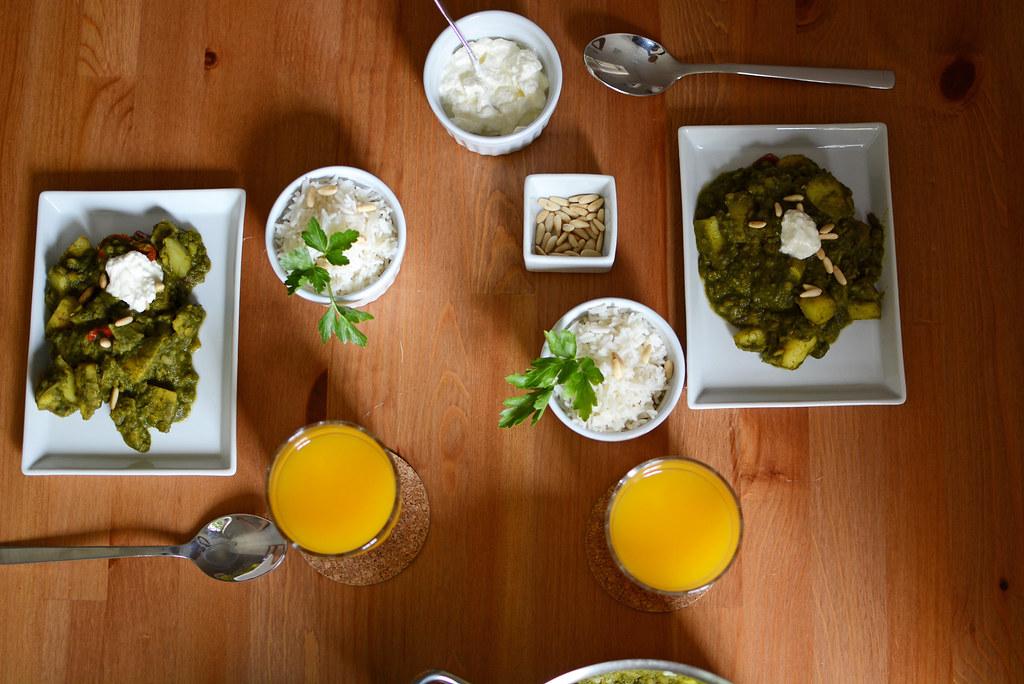 Abendessen-Aloo-Palak-kochen