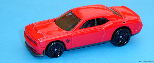 Hot Wheels Dodge Challenger SRT Hellcat