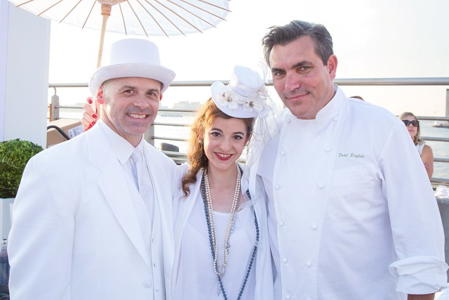 CELEBRITY CHEF TODD ENGLISH WITH TODD ENGLISH DINNER WINNERS Dinner Diner en Blanc 2015-Eric Vitale Photography (Previews)-31