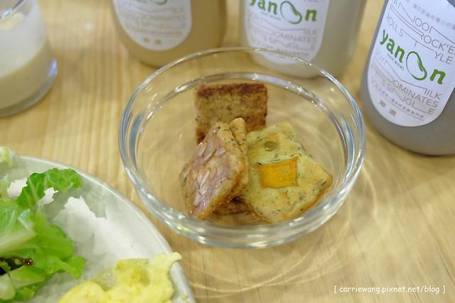 19506492489 60f3116732 z - 【台中豐原】耶濃豆漿專門店。喝豆漿也可以很文青,兼具養生與美味的餐點,後院還有一個沙坑,也是親子友善餐廳