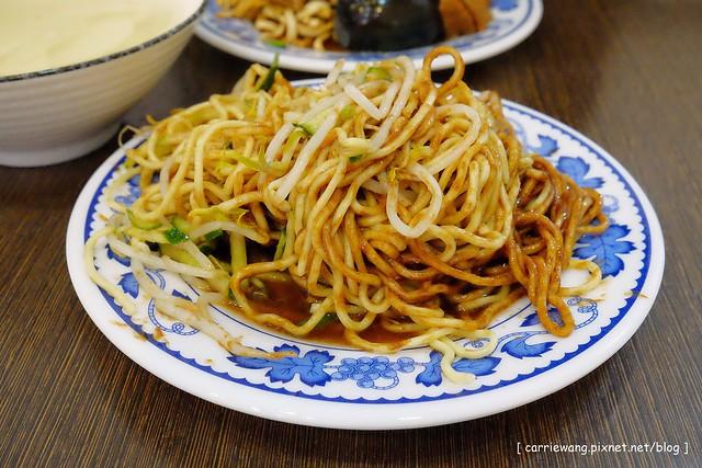 19657813602 be58b5b3d3 z - 【台中北區】董媽涼麵。篤行市場附近的傳統小吃美食,小菜滷味也很好吃,夏天吃涼麵最過癮,