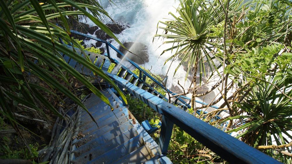 9-Peguyangan-Waterfall-by-travellifelove.blogspot
