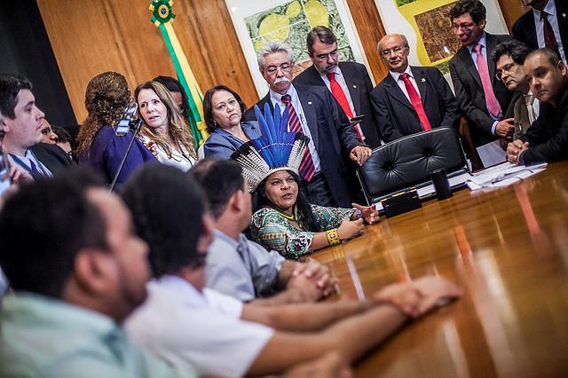 Juristas y representantes de movimientos populares entregan el pedido de impeachment de Temer en la Cámara - Créditos: Mídia Minja
