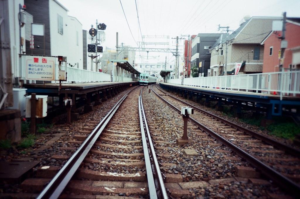 井尻駅 Ijiri, Fukuoka, Japan / Kodak Pro Ektar / Lomo LC-A+ 回到兩年前來福岡時住過的井尻,這裡有我很喜歡的集合公寓,一人一小間套房住。  周圍雖然只是簡單的生活機能,但是就可以安安靜靜的在這樣呆著,想要去一趟福岡市區,搭一下火車就到了。  Lomo LC-A+ Kodak Pro Ektar 100 4894-0001 2016-09-29 Photo by Toomore