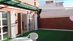 Fabulosa terraza de 35 m2 orientada al sur, muy soleada. Solicite más información a su inmobiliaria de confianza en Benidorm  www.inmobiliariabenidorm.com