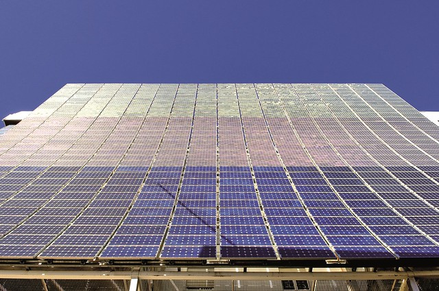 Photovoltaic windows to improve the efficiency of buildings