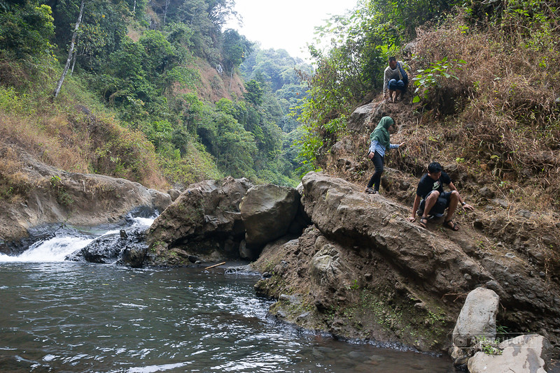 Jalur menuju Air Terjun Triban lumayan menantang