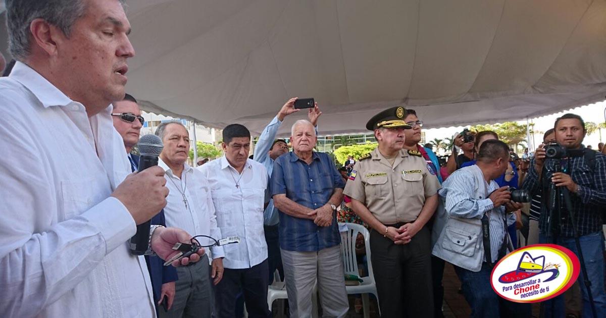 Alcalde de Chone participó en entrega de patrulleros