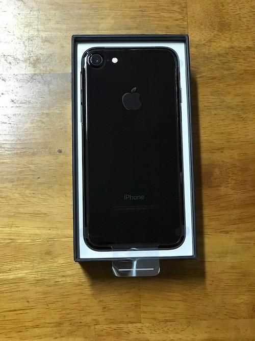 iPhone7のジェットブラックの裏側