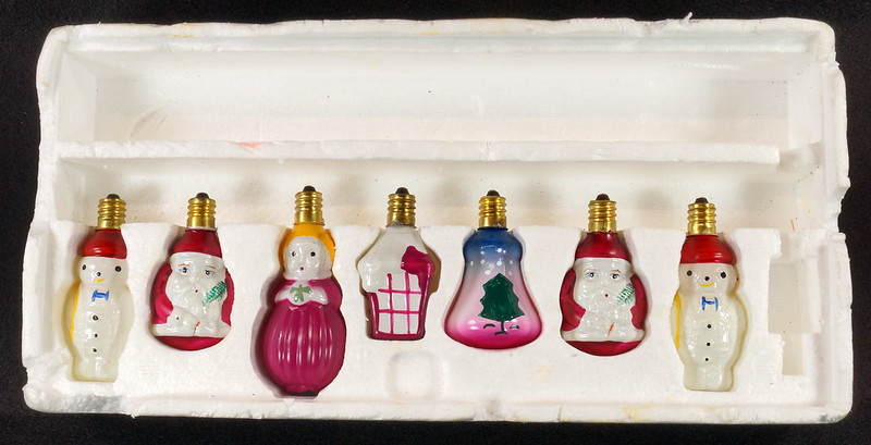 RD15261 7 Working Vintage Figural C7 Painted Christmas Light Bulbs Lamps in Original Holder DSC08950