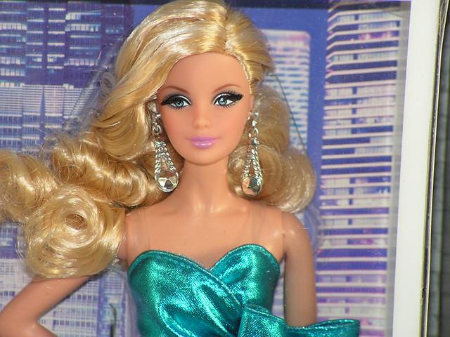 2014 The Barbie Look City Shine CJF49.