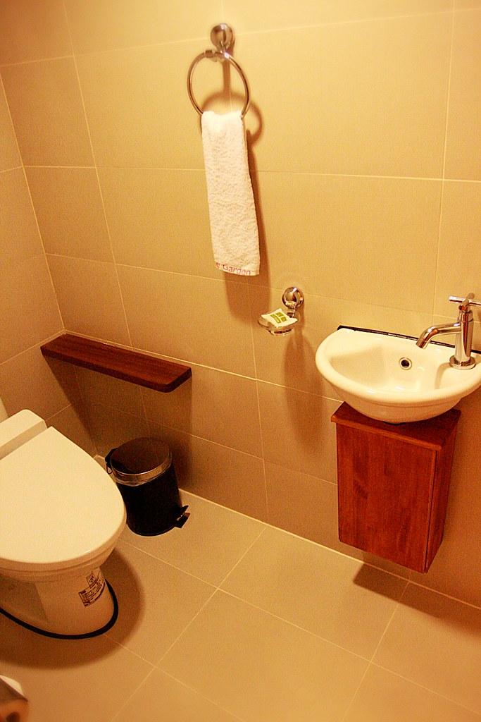 廁所是獨立一間! 這樣泡澡的人就不會跟馬桶使用者重疊哩