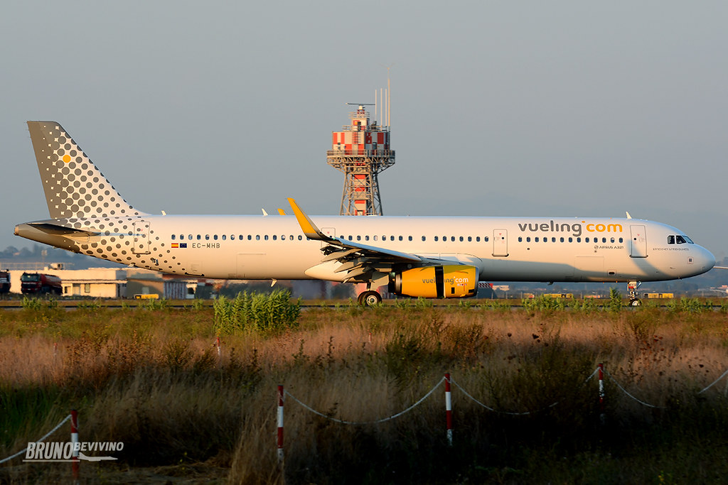 EC-MHB - A321 - Vueling