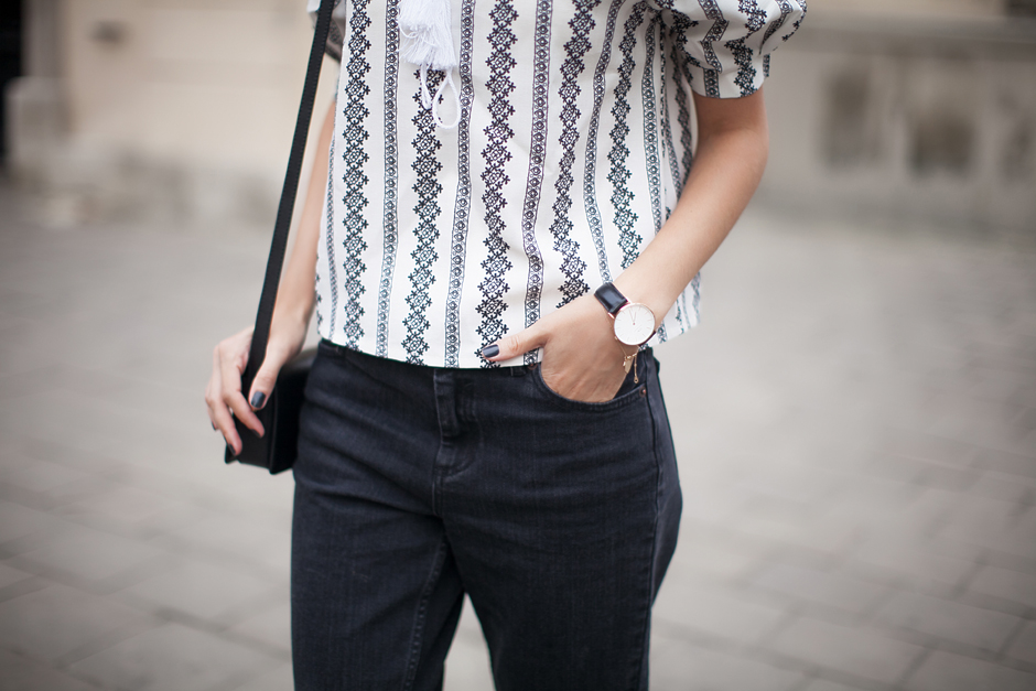 outfit-black-boyefriend-jeans-sliders
