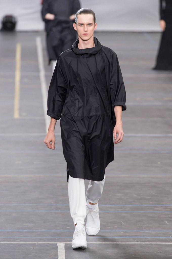 Yulian Antukh(Antuh)3218_SS16 Paris Y-3(fashionising.com)