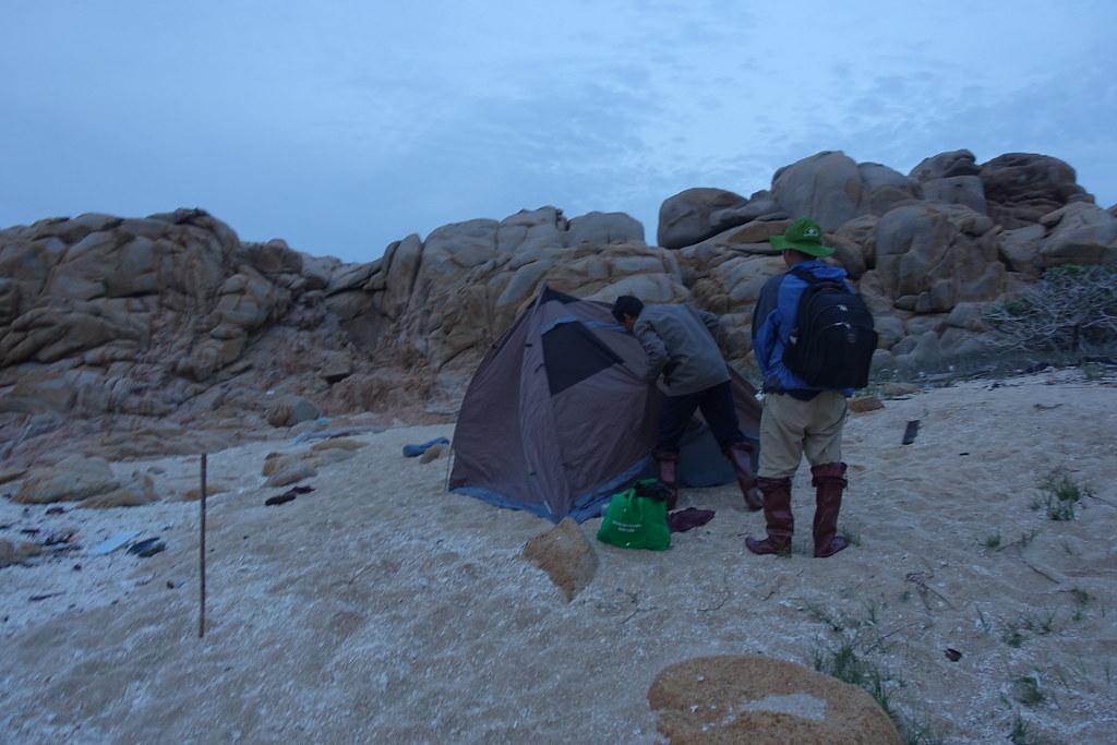 Lều trên cát