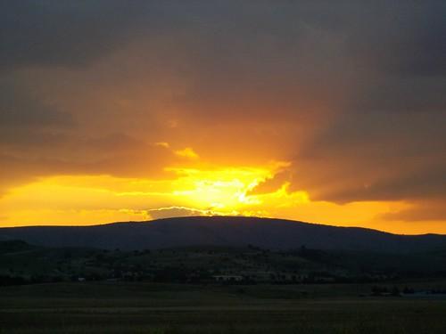 ηλιοβασίλεμα σύννεφα χρώματα λόφοσ ε902