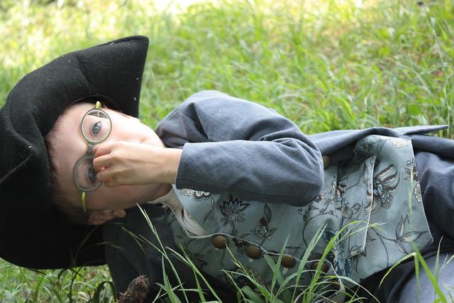 Petit pirate dans l'herbe