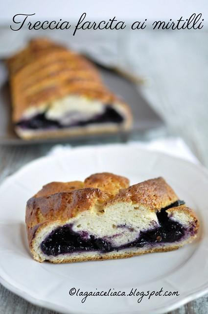 Treccia farcita ai mirtilli senza glutine / Gluten free blueberry braid