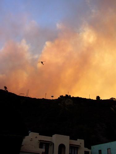 fire wildfire santaanawinds ventura venturafire kalorama helicopter smoke sunrise venturaavenue californiafire brushfire