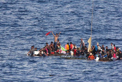 MAKASSAR STRAIT - Distressed persons wait to be rescued by Sailors and Marines aboard the amphibious dock landing ship USS Rushmore (LSD 47) in the Pacific Ocean.