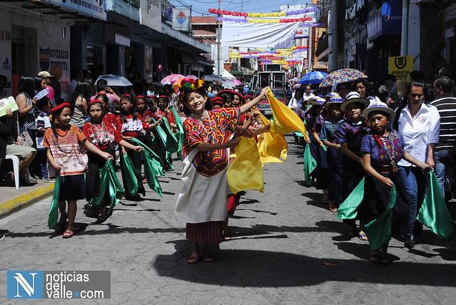 Desfile inaugural de Feria Shecana 2015