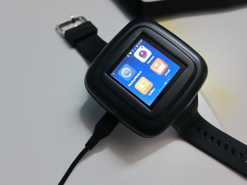 iMacwear M7 - Charging